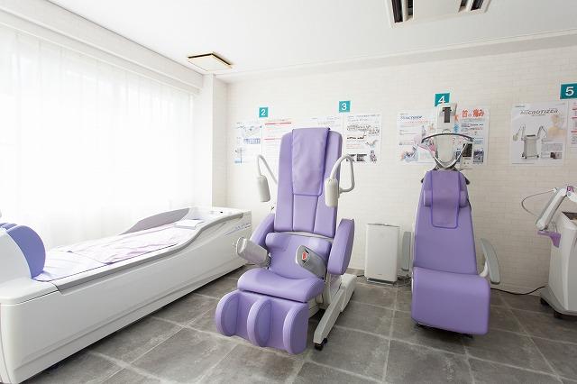 リハビリテーション室:器具や機械を用いたリハビリテーションを行います。